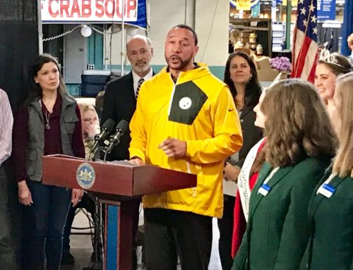 Charlie Batch Helps to Unveil Butter Sculpture at 103rd PA Farm Show