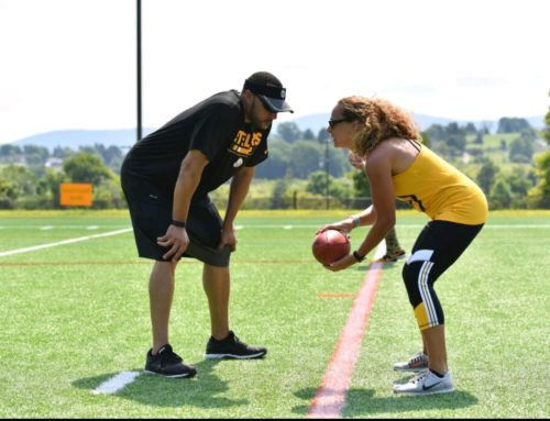 Charlie Batch Runs Drills at Steelers Women's TrainingCamp