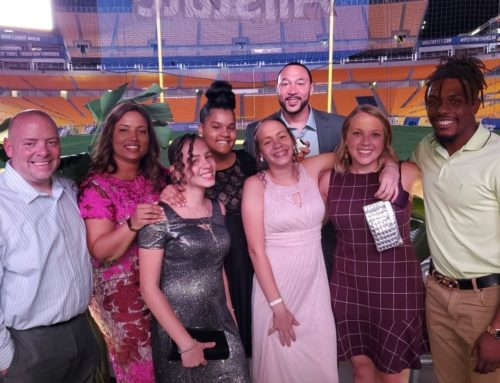 Jerome Bettis Presents Impact Award to Charlie Batch